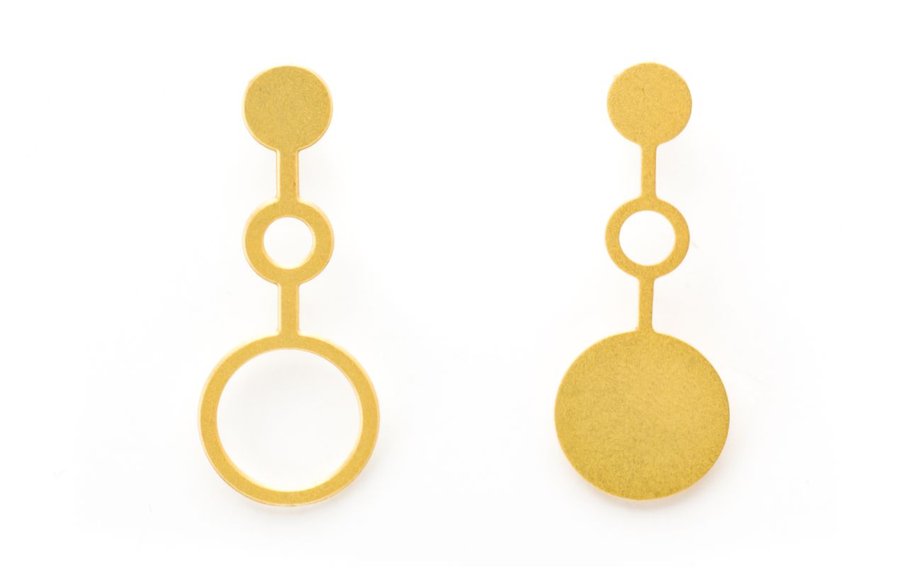 Set of earrings Ondes in brass golden finish front view