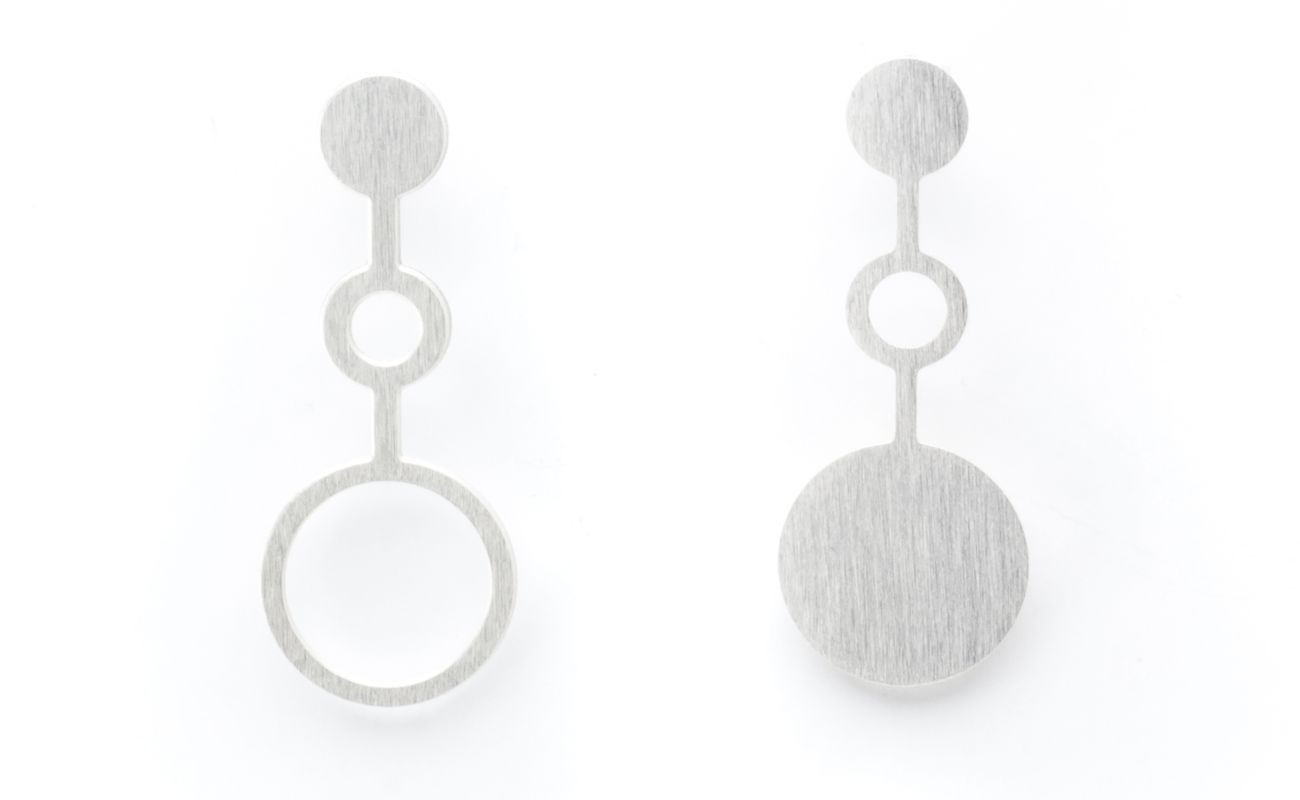 Set of earrings Ondes in brass silver finish front view