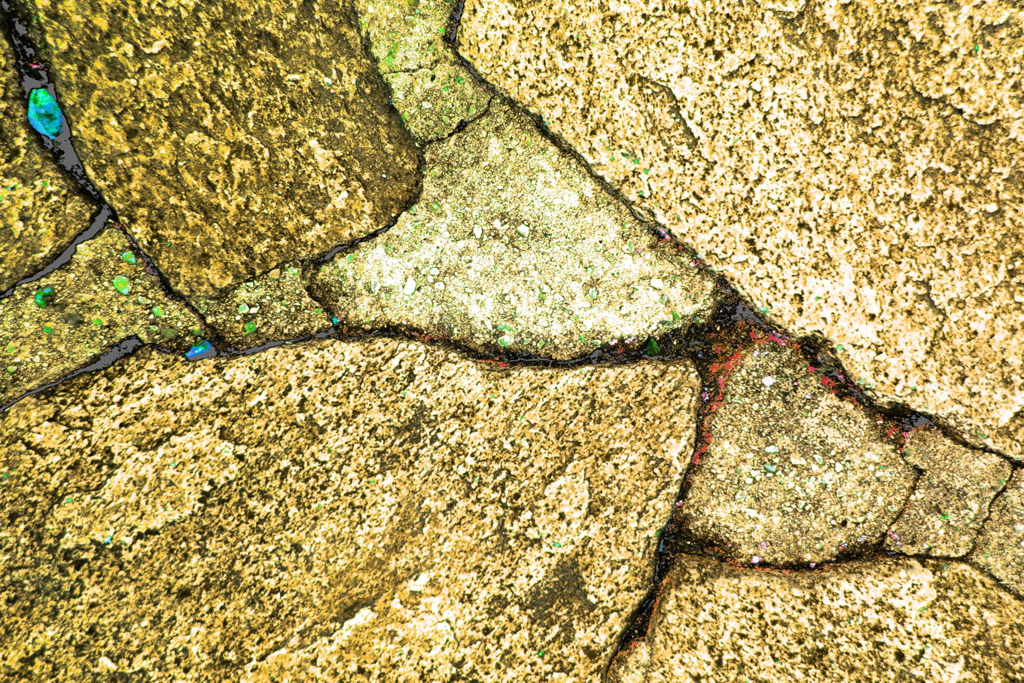 des fissures dans la pierre 02